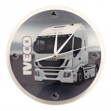 IVECO modern kamionos falióra